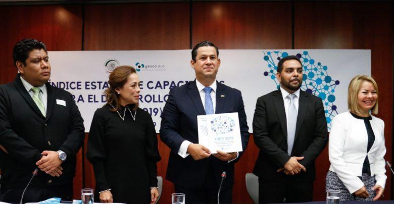 Diego Rodríguez recibe el informe que coloca a Guanajuato en primer lugar en política social