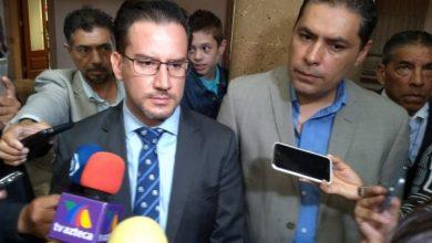 Photo of Abogado de Bárbara visita sala de cabildos tras victoria de su clienta