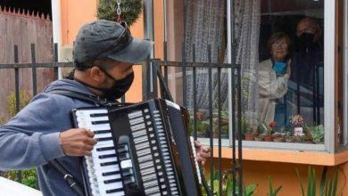 Photo of #VIDEO | Les toca música a sus papás para animarlos en la cuarentena