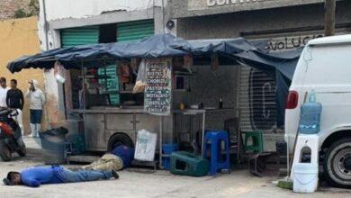 Los tres hombres fueron atacados a balazos mientras atendían un puesto de tacos ubicado en la calle de Sóstenes Rocha en Celaya