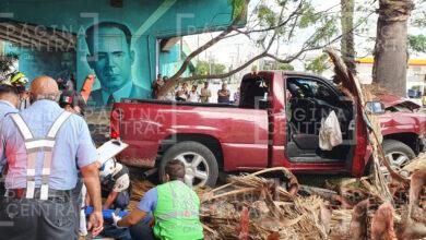 Photo of Se salva de secuestro impactándose contra palmera; hay cinco heridos