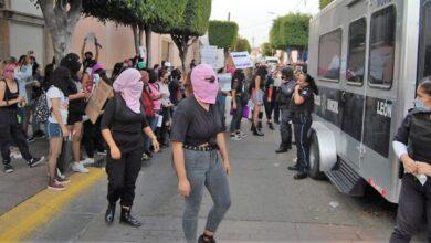Photo of Manifestación de mujeres termina en enfrentamiento y 22 detenciones