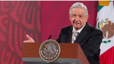 "Photo of Arremete AMLO contra intelectuales, ""discúlpense por estar callados ante saqueo"""