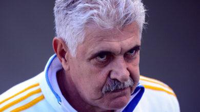 Photo of Suspenden al 'Tuca' Ferretti por fumar durante partido